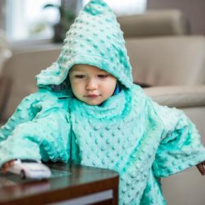 02361 DR Detská deka s rukávmi Tyrkysová