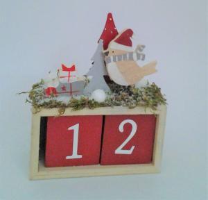 adventný drevený kalendár  12 x 16 x 6 cm