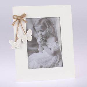 biely drevený fotorámček s motýľmi 20 x 24 cm