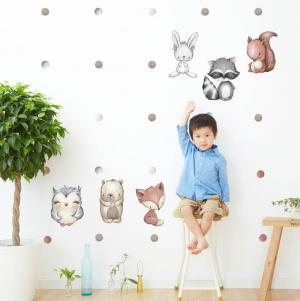 Bodky na stenu v zemitých farbách