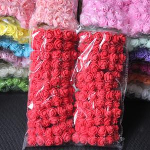 Dekoratívne penové ružičky 144 kusov - 12 farieb Farba: červená