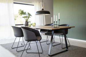Dizajnová stolička Almanzo, čierna / sivá