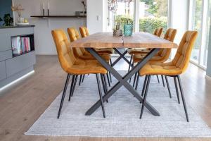 Dizajnový jedálenský stôl Jonathon 200 cm prírodný dub