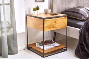 Dizajnový nočný stolík Shayla 40 cm divý dub