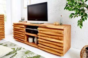 Dizajnový TV stolík Lorenzo, 150 cm, akácia