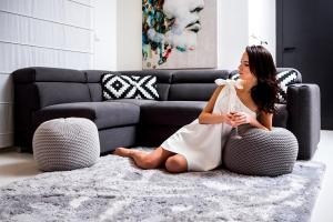 DomTextilu Moderný plyšový koberec svetlo sivej farby 100 x 150 cm 9809