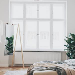 Dvojlôžková posteľ z borovicového dreva s matracom Karup Design Senza Comfort Mat Black/Natural, 180 × 200 cm