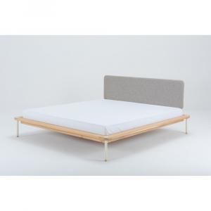 Dvojlôžková posteľ z dubového dreva Gazzda Fina, 140 x 200 cm