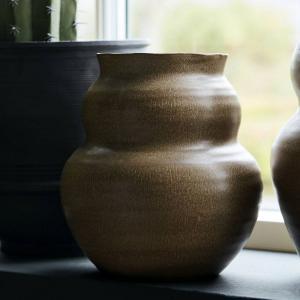 House Doctor Keramická váza Juno Camel 19 cm