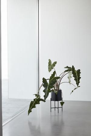 Hübsch Kovový stojan na kvetiny Singular Black Väčší