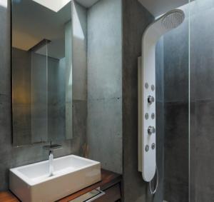 Hydromasážny sprchový panel Aquatek Tobago - mechanická