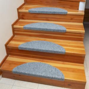 Koberec na schody QUICKSTEP polkruh šedý sada 10 kusov