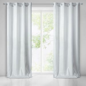 Lesklý biely záves na okno so zavesením na kruhy 140 x 250 cm