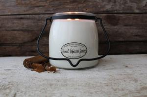 MILKHOUSE CANDLE SWEET TOBACCO LEAVES VONNA SVIECKA BUTTER JAR 2-KNOTOVA 454G, 31205