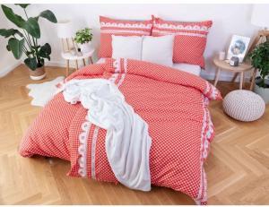 MKLuzkoviny.cz  Bavlnené obliečky Renforcé – Chalupa červená, 140 × 200 cm / 70 × 90 cm
