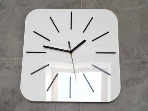 Nástenné hodiny Hipnotic biele