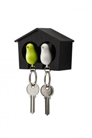 Nástenný držiak s kľúčenkami Qualy Duo Sparrow, hnedá búdka/ biela + zelená kľúčenka