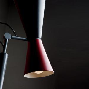 NEMO Nemo Parliament stojaca lampa, čierna/červená