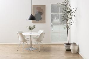 Okrúhly jedálenský stôl Neesha 110 cm biely