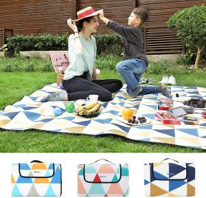 Pikniková deka voděodolná trojúhelníky 200 x 200 cm