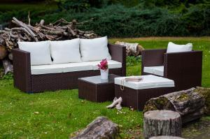 Polyratanový záhradný nábytok