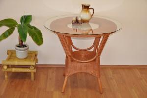 Ratanový jedálenský stôl Wanuta cognac