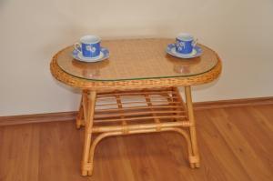 ratanový stolík Fabion oválny - medový