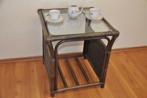 ratanový stolík Oliver malý - hnedý