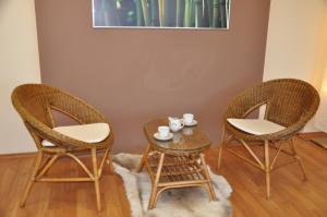 Sedacia súprava EBONY oválny stolík - brown wash