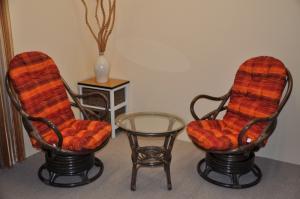 Sedacia súprava SWIVEL + stolík hnedá