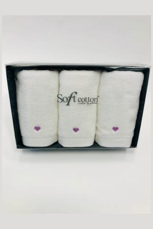 Soft Cotton Malé uteráky MICRO LOVE 32x50 cm. Jemný, napriek tomu pútavý dizajn so srdiečkami z tej najjemnejšej bavlny. Biela / modré srdiečka