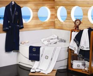Soft Cotton Uterák MARINE MAN 50x100 cm. Luxusné froté uteráky MARINE 50x100cm v námorníckom štýle, vhodné aj na loď. Uteráky sú vyrobené zo 100% česanej bavlny. Tmavo modrá