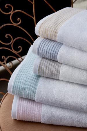 Soft Cotton Uterák MOLLIS 50x100 cm. Rada uterákov MOLLIS má skvelé užitočné vlastnosti: výborne saje vlhkosť, rýchlo schne, je jemný a na pokožku pôsobí upokojujúco. Svetlo modrá