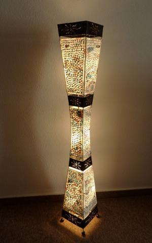 Stojacia lampa WAJAN, farebná, 150 cm, ručná práca