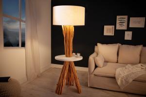 Stojanová lampa Kash 153 cm náplavové drevo
