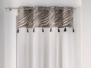 Štýlová biela záclona s designovým pásom so strapcami 140 x 240 cm