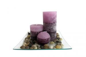 TORO Darčekový set 3 sviečok s vôňou levandule na sklenenom podnose s kameňmi