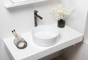 Umývadlo na dosku Swiss Aqua Technologies Infinitio 36x36 cm bez otvoru pre batériu SATINF3636