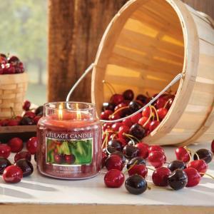 VILLAGE CANDLE Sviečka Village Candle - Black Cherry 389g