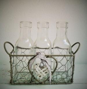 vintage vázy v drôtenom košíku 20 x 6 x 17 cm