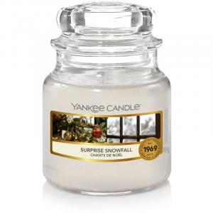 Vonná sviečka Yankee Candle - Surprise Snowfall Veľkosť: Malá