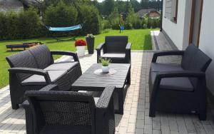 Záhradný set KAREN LEON 6 a výškovo nastaviteľný stôl Farba: antracitová
