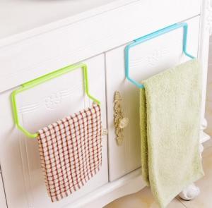 Závesný držiak na utierky a uteráky - 4 farby Farba: biela