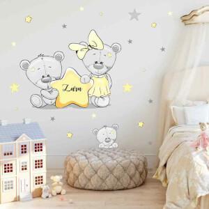 Žlté hviezdy a nálepky medvedíkov s menom