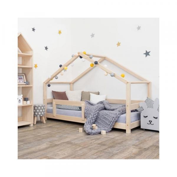 Drevená detská posteľ domček s bočnicou Benlemi Lucky, 90 x 180 cm