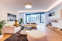 Moderná obývačka s béžovou sedacou súpravou
