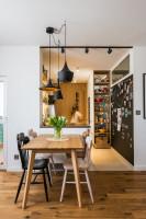 Jedálenský stôl a dizajnové drevené stoličky