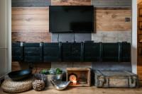 TV stolík a dekorácie v industriálnom štýle