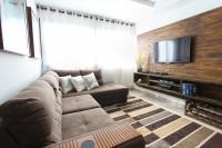 Moderná obývačka v zemitých hnedých tónoch