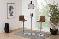 Minimalistická jedáleň s barovým nábytkom